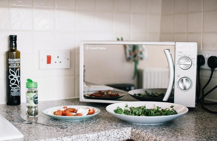 هل تسخين طلبيات المطاعم بالميكرويف يحميك من كورونا؟