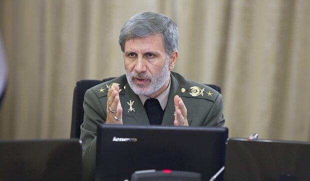 وزارة الدفاع الايرانية تسلّم الجيش 3 انواع من الطائرات المسيرة