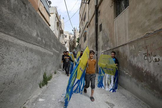 توزيع طائرات ورقية على الأطفال مجانا للتوعية بخطورة كورونا فى الأردن