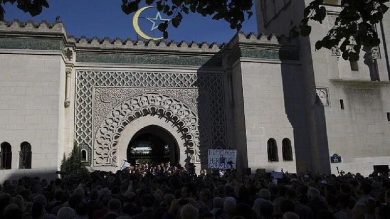 فرنسا تسمح باستئناف التجمعات الدينية شرط الالتزام بقيود التباعد