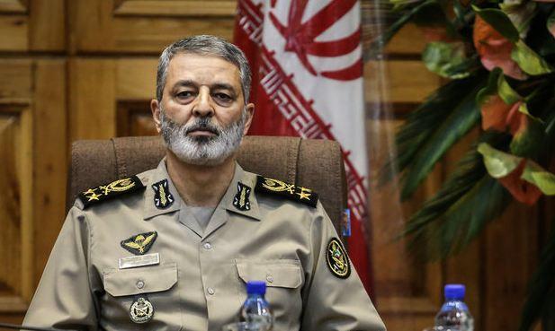 القائد العام للجيش الايراني يؤكد على اهمية الرقي في الجودة والكمية في القدرات القتالية