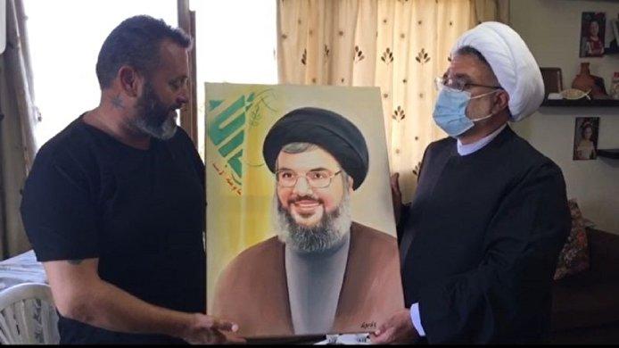 هديّة من والد شهيد الجيش اللبناني أنطوني تقلا للسيد نصر الله