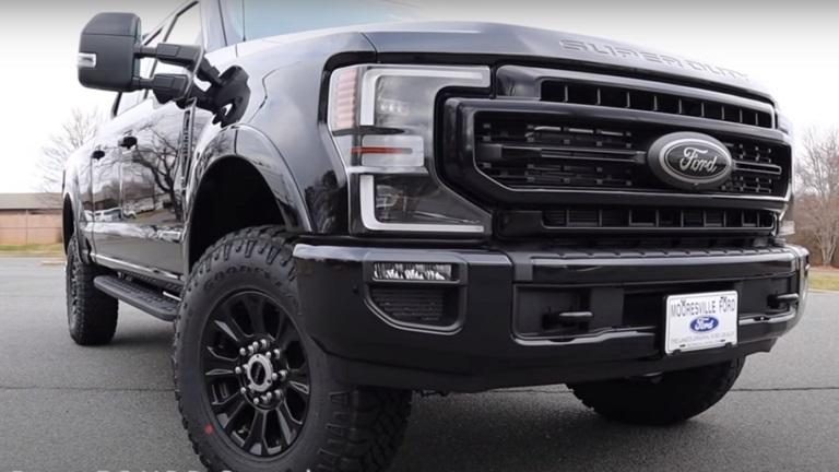 فورد توسّع أسرة مركباتها العملاقة برباعية دفع جديدة
