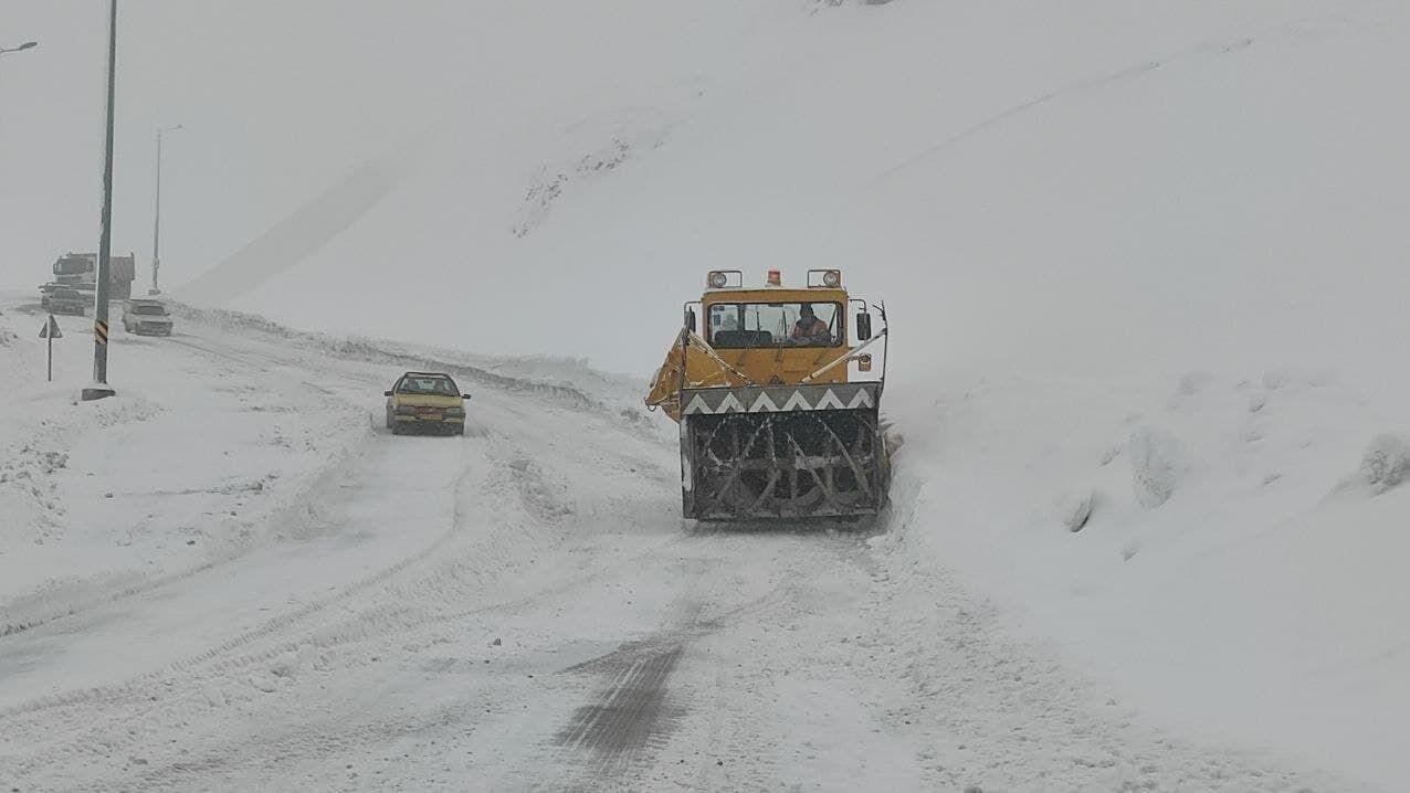 الثلوج تغطي العديد من المدن في البلاد