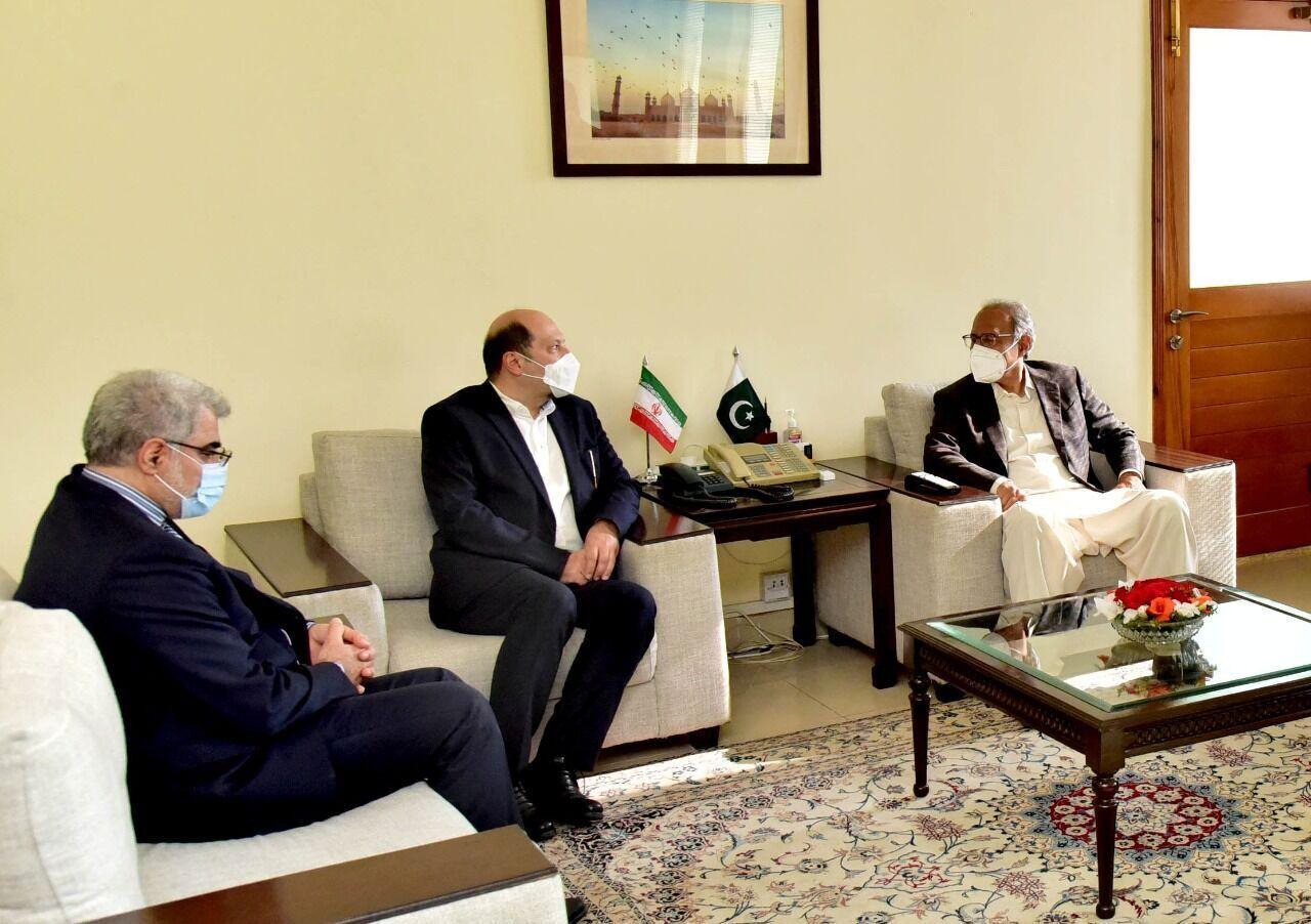 وزير المالية الباكستاني يدعو للتقدم بسبل تنمية التبادل التجاري مع ايران