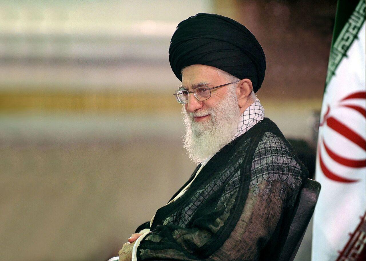 قائد الثورة الإسلامية : ليواصل حرس الثورة مهامه بقوة