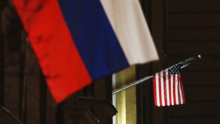 مساعد بوتين يجتمع بالسفير الأمريكي لدى روسيا