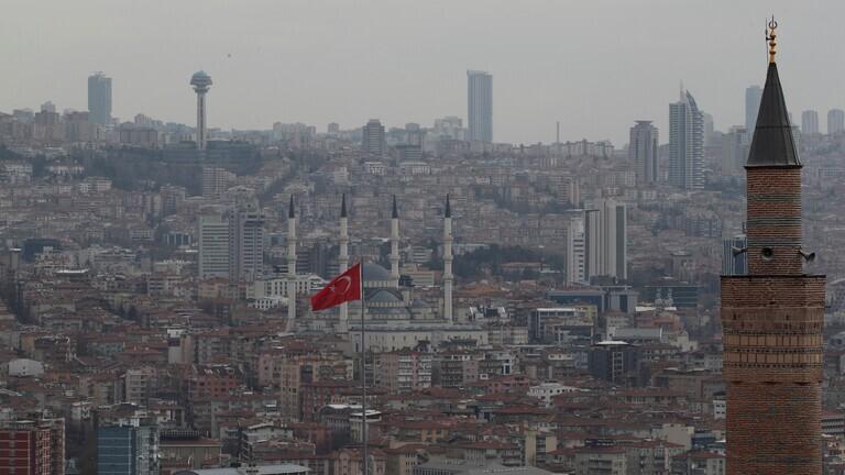 السلطات التركية تجمد أصول 377 شخصا بينهم