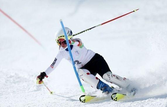 إيران تفوز بالمرکز الاول في المسابقات الدولية للتزلج الألبي