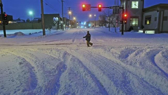 Storm slams northern US, threatens East Coast
