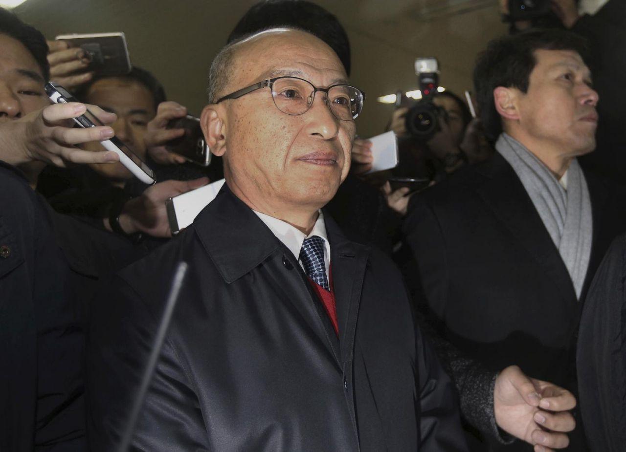South Korean investigators detain ex-health minister