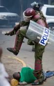 US immigration officers brutally beat Kenyan man: Video