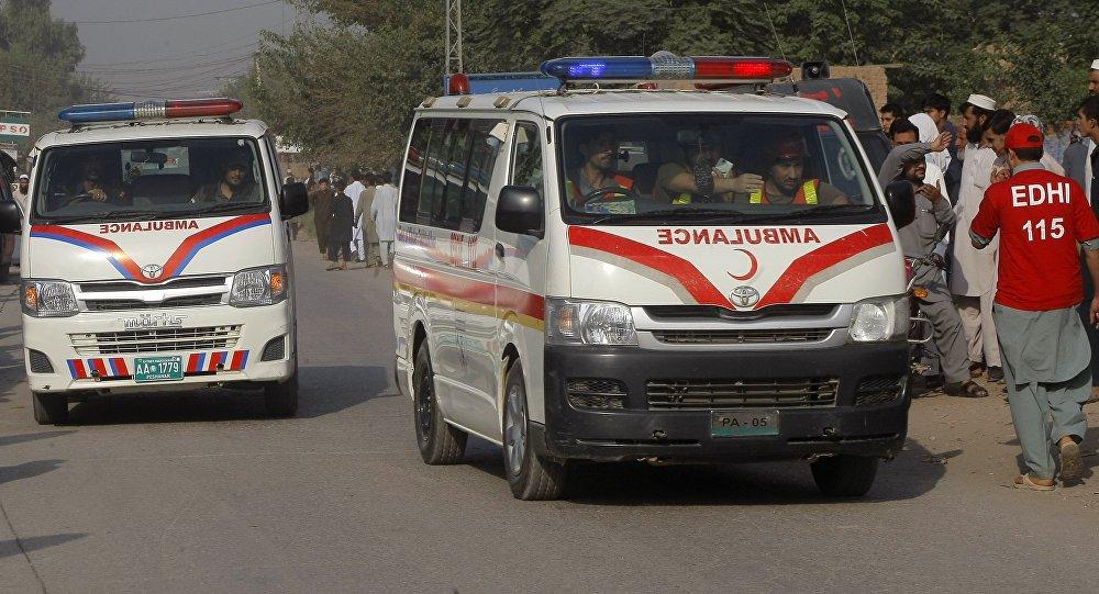 Blast hits train in southwestern Pakistan; at least 6 hurt