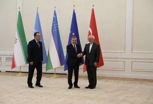 Zarif meets with Uzbek president