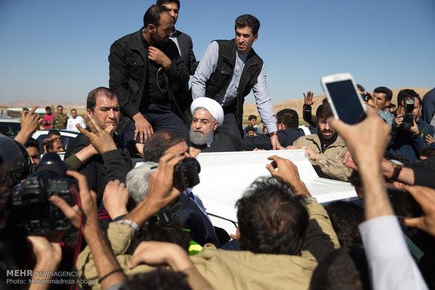 Rouhani visits quack-affected areas in Kermanshah