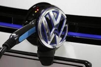 Volkswagen board discusses 70 billion euro spending plan: source