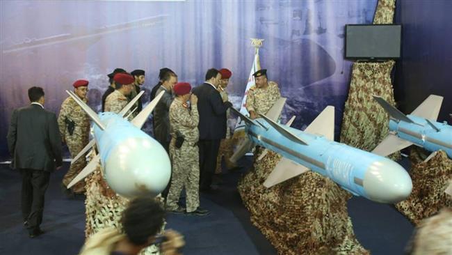 Top Yemeni commanders visit naval missiles at Hudaydah exhibition