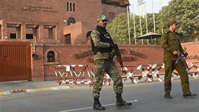 Militants kill 2 soldiers in Pakistan