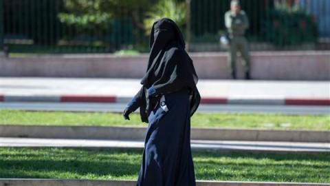 Canadian judge suspends Quebec niqab ban
