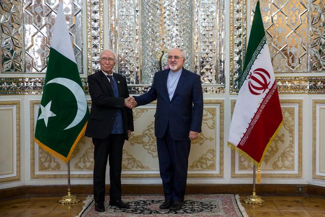 Tehran, Islamabad discuss boosting economic ties