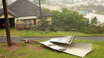 Thousands flee ahead of Cyclone Debbie in Australia