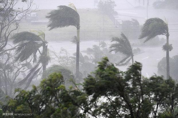Huge damages in Australia following Debbie cyclone