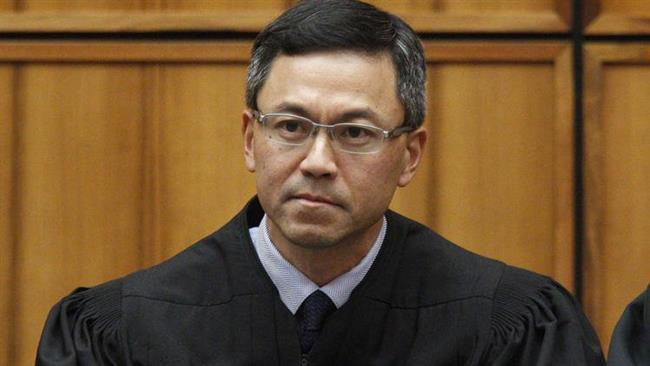 Hawaii judge extends order blocking Trump's Muslim ban