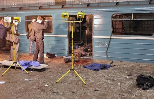 Blast hits St. Petersburg metro, casualties reported