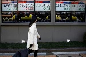 US dollar falls on rising concerns over Trump