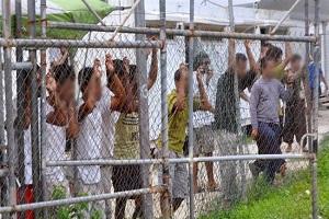 Refugee detainees sue Australian government