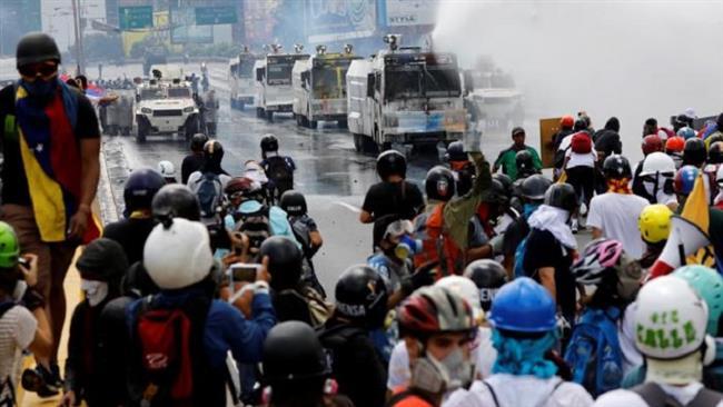 Clashes erupt between Venezuela police, protesters in Caracas