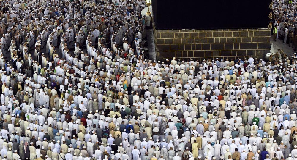 Iran starts sending Hajj pilgrims to Saudi Arabia