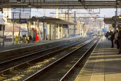 Nimes railway station evacuated