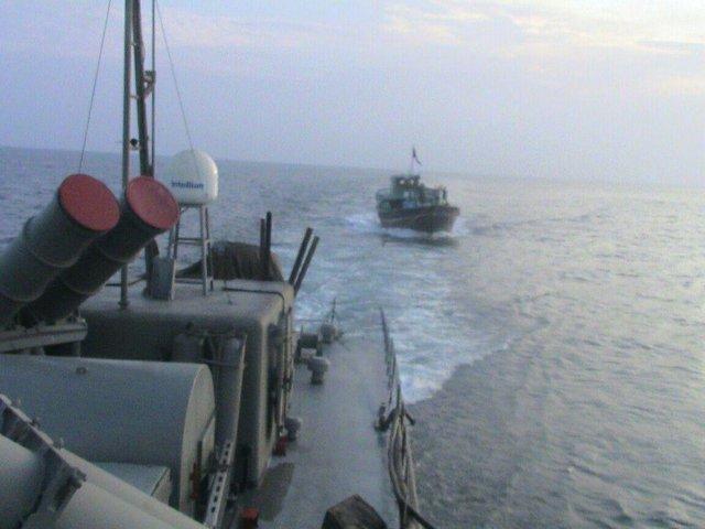 Iran Navy gives warning to US warship