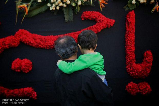 Iranians mourning for Imam Hossein's martyrdom