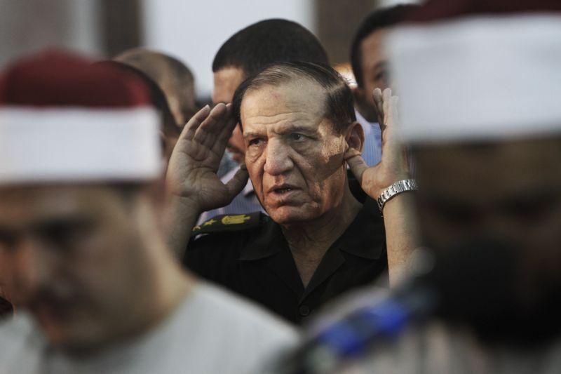 Egypt's military arrests presidential hopeful, ex-general
