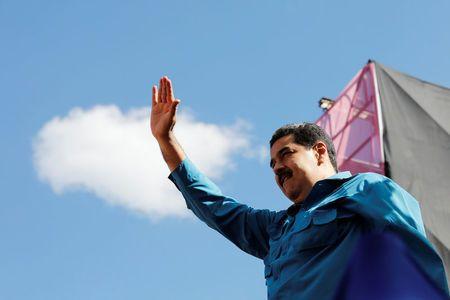 Venezuela's presidential battle begins, Maduro favorite