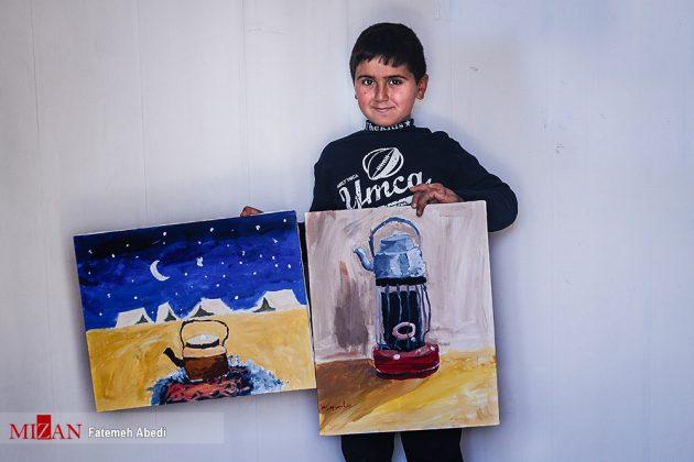 Iranian artist teaching quake-hit children how to paint