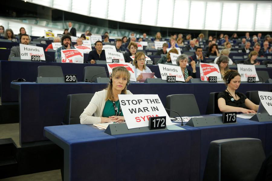 MEPs protest Syria strikes during Macron's call for EU unity (PHOTOS)
