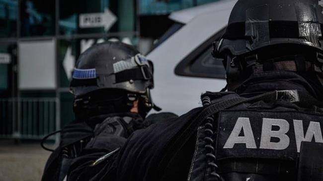 Polish security forces detain 2 men for spreading fascism