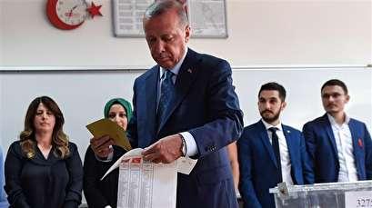 Erdogan casts vote in decisive general elections