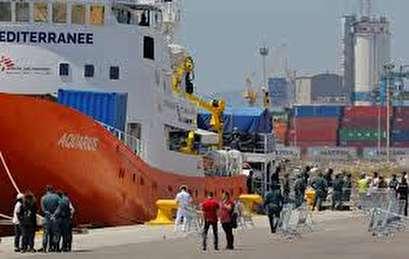 Migrant rescue ship Aquarius returns to sea after Italy-Malta dispute