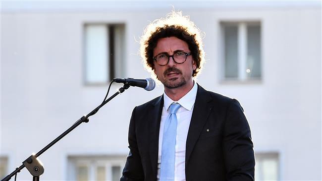 Italian minister calls for sanctions on Malta over refugees
