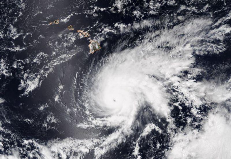 Trump declares emergency as Hawaii braces for hurricane