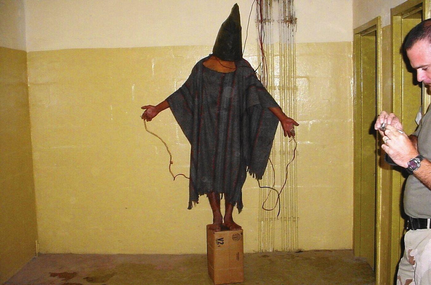 Emiratis torture Yemenis,  Saudis bombard
