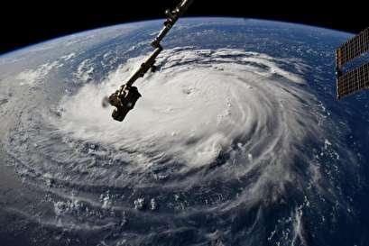 Hurricane Florence draws closer to East Coast