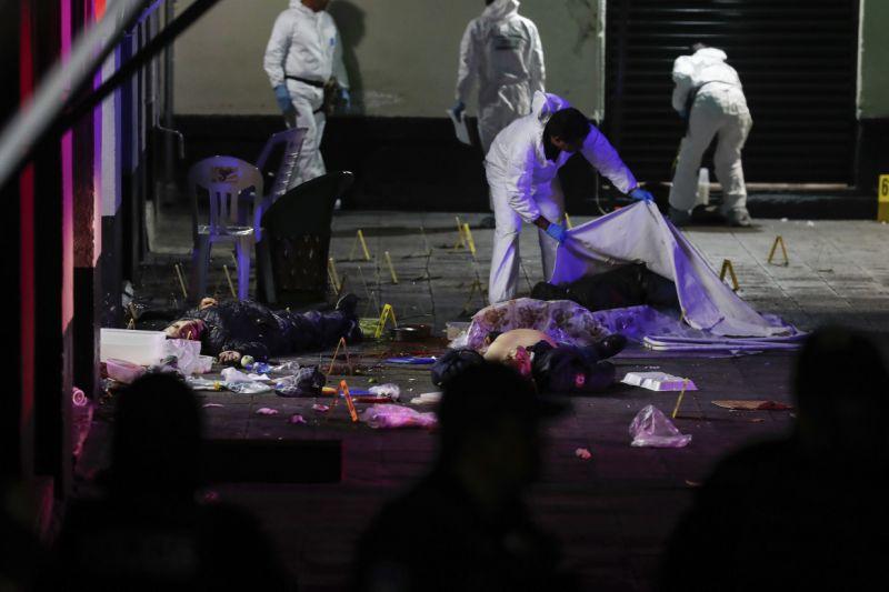 Gunmen wearing mariachi garb kill 5, wound 8 in Mexico City