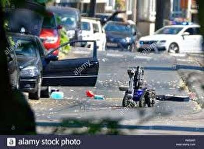 Bomb squad investigate suspect car in French capital