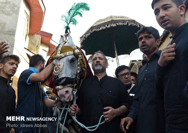 Muslims in Kashmir mourn for martyrdom of Imam Hossein