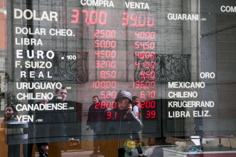 Fragile Argentina placing faith in IMF meeting
